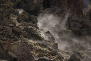 Fumeroles de soufre à l'intérieur du Cratère du volcan Teide (3718m)<br> Parc national du Teide<br> Île de Tenerife (Islas Canarias)