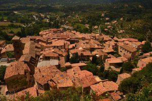 Le village de Moustiers-Sainte-Marie<br> Parc Naturel Régional du Verdon