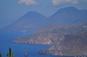 Point de vue sur les îles éoliennes depuis le Capo Grillo<br> Île de Vulcano<br> Île éoliennes