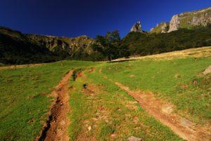 La vallée de Chaudefour, la Dent de la Rancune (Dyke) et la crête de Coq (Neck d'un ancien Volcan) Parc des Volcans d'Auvergne
