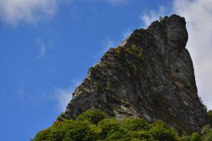 """La cheminée de lave du Neck """"La Crête de Coq""""<br> La Réserve Naturelle de la Vallée de Chaudefour<br> Parc Naturel Régional des Volcans d'Auvergne"""