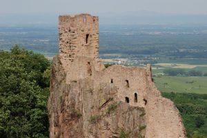 Château de Girsberg depuis le château de Saint-Ulrich<br> Parc Naturel Régional des Ballons des Vosges