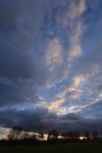 Nuages colorés au coucher du soleil et après l'orage Réserve de Marne & Gondoire