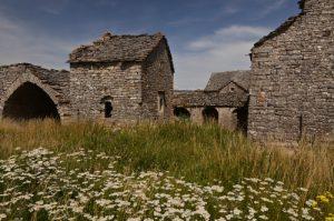 Le village caussenard de Sauveterre<br> Le Causse du Sauveterre<br> Parc Naturel National des Cévennes