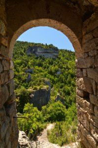 Ruines de l'Ermitage St Michel<br> Les corniches des Gorges de la Jonte du Causse Noir<br> Parc Naturel Régional des Grands Causses