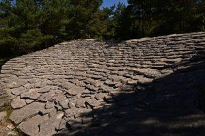Le toit citerne caussenard de La Roujarie<br> Le Causse Noir<br> Parc Naturel Régional des Grands Causses