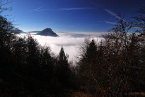 Point de vue dans les nuages de la  Roche Chalve<br> Parc Naturel Régional du Vercors