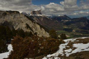 Le Mont Aiguille depuis le Pas de l'Éssaure<br> Le Vallon de Combau<br> Réserve Naturelle Nationale des Hauts Plateaux du Vercors<br> Parc Naturel Régional du Vercors