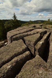 Le Rocher de Mutzig est constitué de Poudingue<br> Mont du Grand Katzenberg<br> Massif des Vosges centrales