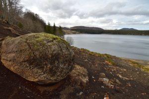 Bombe volcanique devant le Lac de Montcineyre)<br> Parc Naturel Régional des Volcans d'Auvergne