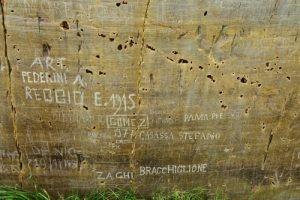 """La paroi vitrifiée : Gravures rupestres dites les """"Merveilles""""<br> La Vallée des Merveilles<br> Haute vallée de la Vésubie et de la Roya<br> Parc Naturel National du Mercantour"""